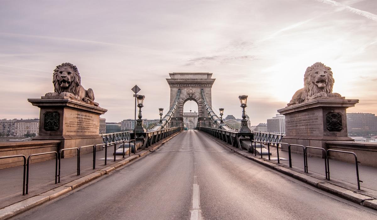Lánchíd Budapest - Harmónia Palota